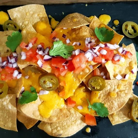catering-monebre-nachos-cheddar